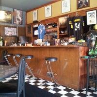 Foto scattata a Antique Row Cafe da Yurii H. il 10/2/2012