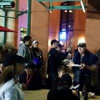 11/29/2013 tarihinde Paul R.ziyaretçi tarafından Burger U'de çekilen fotoğraf