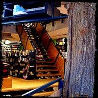 3/23/2012 tarihinde Anna R.ziyaretçi tarafından The American Book Center'de çekilen fotoğraf