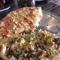 12/29/2013にCarlos M.がSalvator's Pizzaで撮った写真