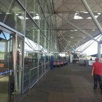 Foto tirada no(a) London Stansted Airport (STN) por Gary D. em 9/29/2012
