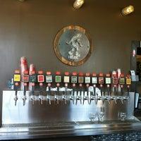 รูปภาพถ่ายที่ The Lobby โดย Shawn F. เมื่อ 10/11/2012