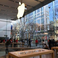 รูปภาพถ่ายที่ Apple Omotesando โดย kaerugeko เมื่อ 12/10/2016