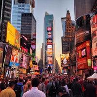 Foto scattata a Times Square da Ash Y. il 10/22/2013