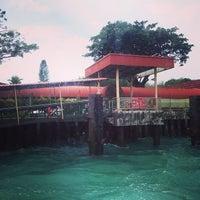 Foto diambil di Pulau Bukom Ferry Jetty oleh Mary A. pada 12/31/2013