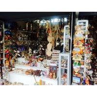 Foto tirada no(a) Mercado Artesanal La Mariscal por Williams F. em 10/5/2013