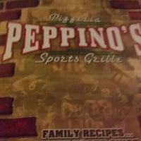 Foto tomada en Peppino's Sports Lounge South por Laura N. el 10/30/2012