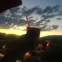 Photo prise au Casey's Bar par Ni K. le7/7/2017