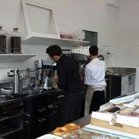 Das Foto wurde bei Café-à-porter von Giovanni B. am 10/5/2013 aufgenommen