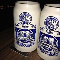 Снимок сделан в The Beer Factory & The Attic пользователем Evan Y. 10/8/2012