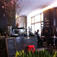 Das Foto wurde bei Café Oliv von Shari am 3/20/2013 aufgenommen