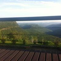 Foto tirada no(a) Laje de Pedra Resort Hotel por Vânia N. em 11/28/2012