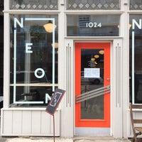 Foto tirada no(a) Cafe Neon por Kaori F. em 11/13/2015