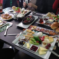 Photo prise au Kiper Pastanesi par TC Hayriye Y. le4/24/2013