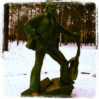 Снимок сделан в аллея высоцкого пользователем Алексей С. 12/18/2013