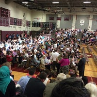Foto tomada en Northside College Preparatory High School por Mariana C. el 6/2/2014