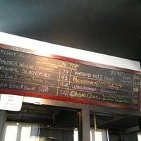 รูปภาพถ่ายที่ Round Guys Brewing Company โดย MaryJo W. เมื่อ 3/23/2013
