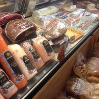 Das Foto wurde bei Riccardo's Market von Beth R. am 10/6/2013 aufgenommen