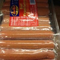 Photo prise au Riccardo's Market par Beth R. le12/22/2012