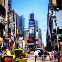 Foto scattata a Times Square da Tanya L. il 7/17/2013