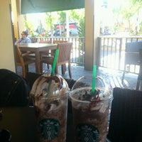 Foto tomada en Starbucks por Stv L. el 10/3/2012