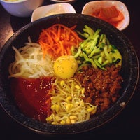 Foto tirada no(a) 고려삼계탕 Korean Ginseng Chicken Soup & Bibimbap por Гаврилов С. em 4/11/2015