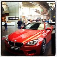 Foto tirada no(a) BMW Welt por ela-la-la em 5/5/2013