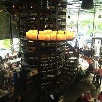 7/20/2013 tarihinde Joeyziyaretçi tarafından Purple Café & Wine Bar'de çekilen fotoğraf
