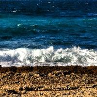 Foto tirada no(a) Praia da Foz por Pedro V. em 1/5/2013