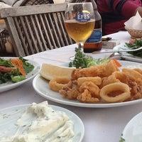 Foto tirada no(a) Neighbours Restaurant por Melike İ. em 5/1/2013