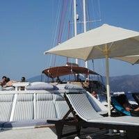 6/29/2013 tarihinde Gul E.ziyaretçi tarafından Palace Beach Club'de çekilen fotoğraf
