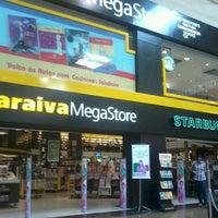 2/16/2013 tarihinde Suellen F.ziyaretçi tarafından Saraiva MegaStore'de çekilen fotoğraf