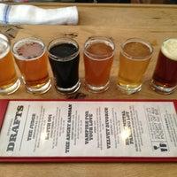Foto tomada en DryHop Brewers por JC B. el 6/19/2013