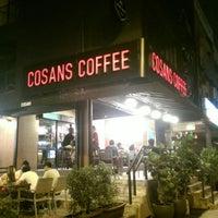 Foto scattata a Cosans Coffee da Edward L. il 7/27/2014