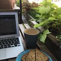 Foto tirada no(a) PLG Coffee House and Tavern por Cait M. em 8/25/2017