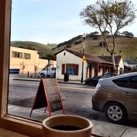 3/21/2014 tarihinde Natasha P.ziyaretçi tarafından Devout Coffee'de çekilen fotoğraf