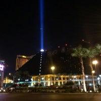 รูปภาพถ่ายที่ Luxor Hotel & Casino โดย Michael C. เมื่อ 10/14/2012