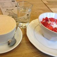 Foto tirada no(a) Moment Cafe por Radka B. em 6/19/2013