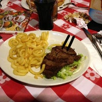 Foto tirada no(a) Pepperone Restaurant & Sports Café por Anthony G. em 11/10/2012