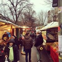 Photo prise au Wochenmarkt am Maybachufer par Powen S. le12/12/2014