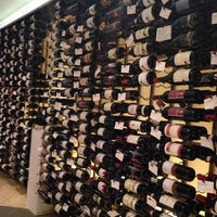 Foto scattata a Crush Wine & Spirits da Badma I. il 11/28/2013