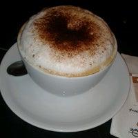 5/10/2013 tarihinde Zeynep Y.ziyaretçi tarafından Caffè Nero'de çekilen fotoğraf