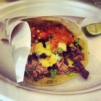 Foto diambil di Los Tacos No.1 oleh Caroline T. pada 6/14/2013