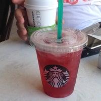 Foto tirada no(a) Starbucks por Taner G. em 7/8/2013