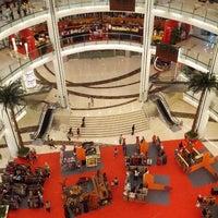 Photo prise au Emporium Pluit Mall par Hendryco C. le10/2/2012
