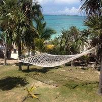 Das Foto wurde bei Sandy Toes, Rose Island von Kelly M. am 5/30/2014 aufgenommen