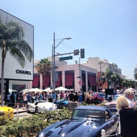 Снимок сделан в Streets of Beverly Hills пользователем Farah 6/16/2013
