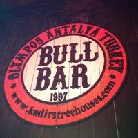 Foto diambil di Bull Bar oleh Ersin K. pada 8/12/2013
