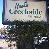 Das Foto wurde bei Hank's Creekside Restaurant von m r. am 12/26/2013 aufgenommen