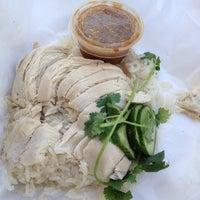 Foto tomada en Nong's Khao Man Gai por Matt K. el 6/7/2013